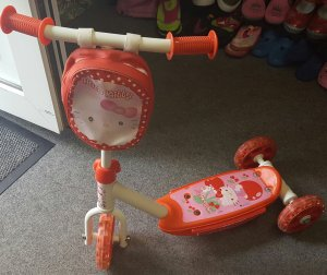 Hello Kitty Scooter mit 3 Raedern - Roller in pink-rosa